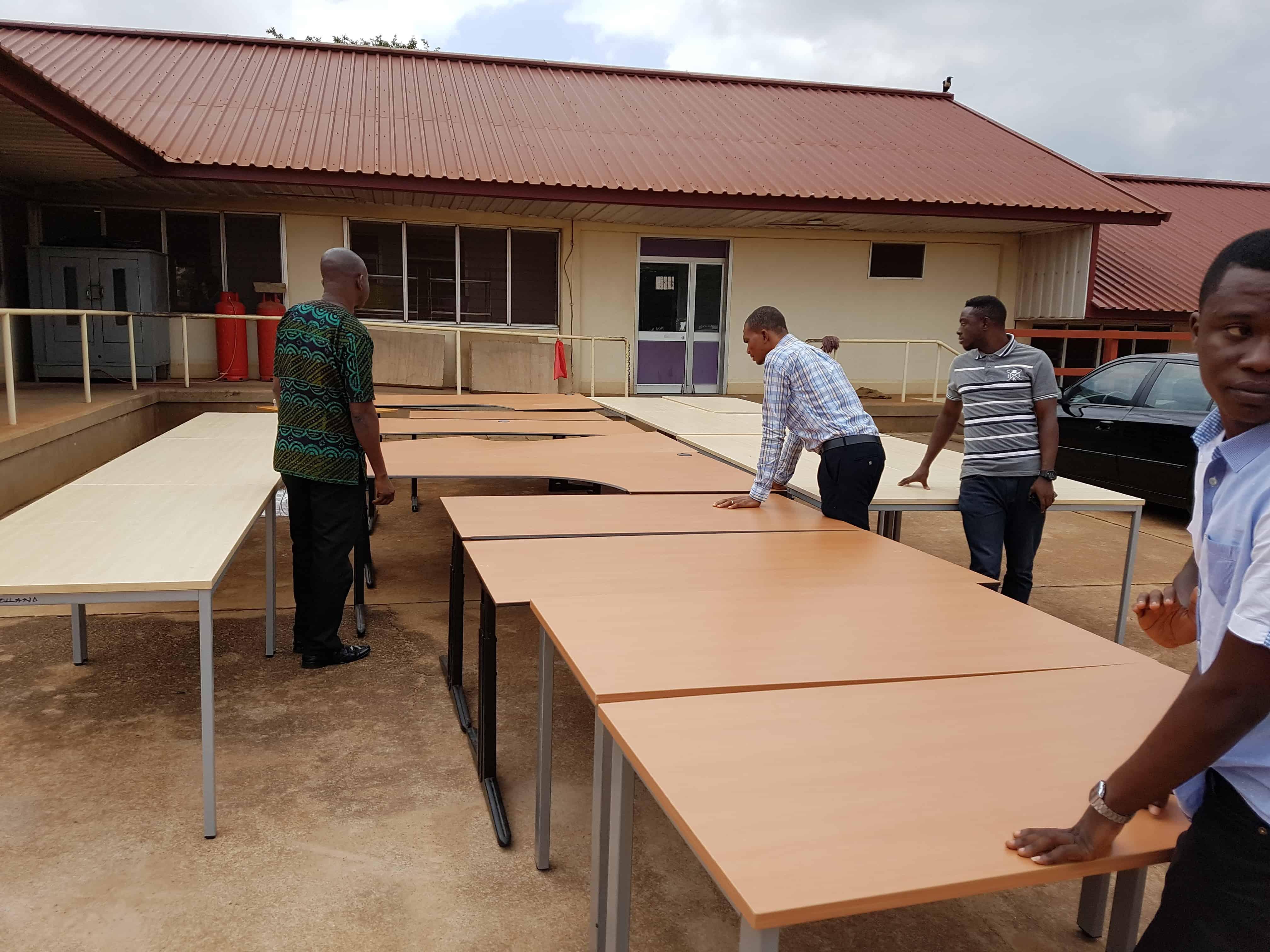 Polteq meubilair naar Ghana