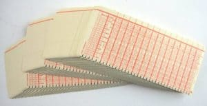 Vroeger, in 1979 programmeerden we algoritmes op schrapkaarten. Met een zwart potlood kleurden we de vakjes in.